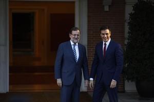 Mariano Rajoy y Pedro Sánchez, ayer en el palacio de la Moncloa.