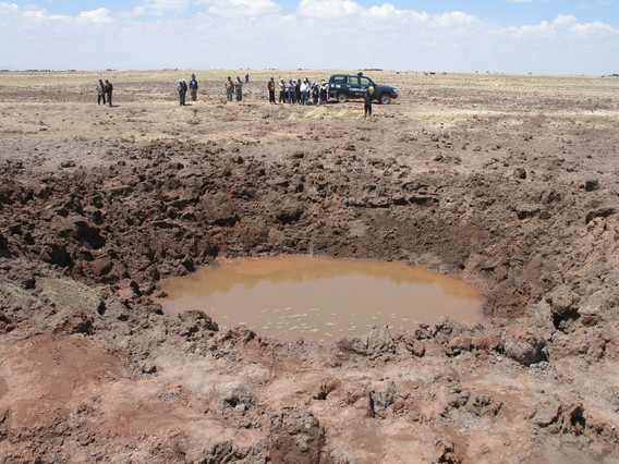 Cráter provocado por un meteorito en la localidad peruana de Puno, en septiembre del 2007.