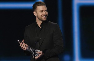 fimedio33371160 justin timberlake accepts the award for favorite a160401205744