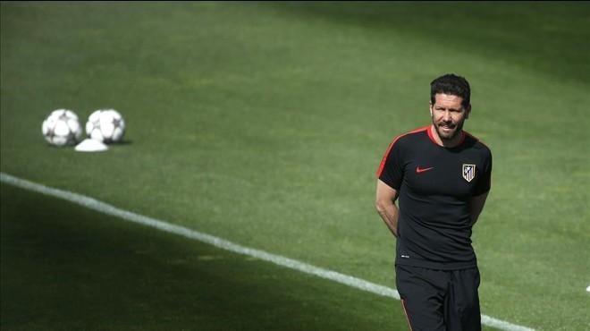 Tres partits de sanció a Simeone per llançar una pilota al camp