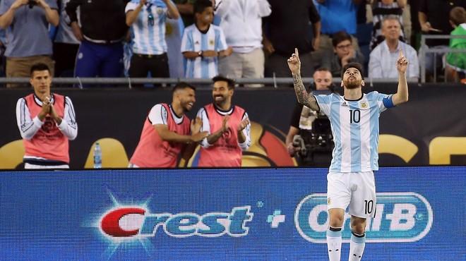 L'Argentina passa a semifinals amb un golàs de Messi