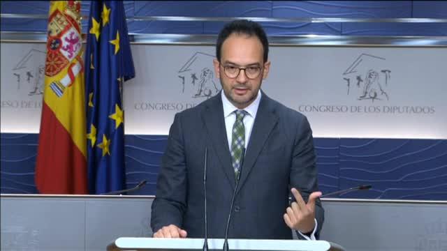 """El PSOE responde un """"no"""" tajante a los """"fuegos artificiales"""" de Pablo Iglesias"""