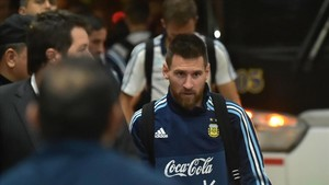 marcosl40470691 argentina s lionel messi walks upon arrival at a hotel in gu171009183600