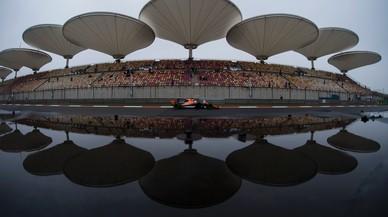 La FIA no fa cas dels equips i manté la carrera per diumenge
