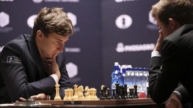 Kariakin sobreviu una altra vegada a la pressió de Carlsen