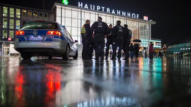"""Merkel promet una dura resposta als """"intolerables"""" atacs de Colònia"""
