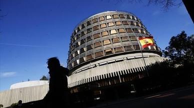 """El TC argumenta que el Parlament intenta """"una inaceptable vía de hecho"""" incompatible con la Constitución"""