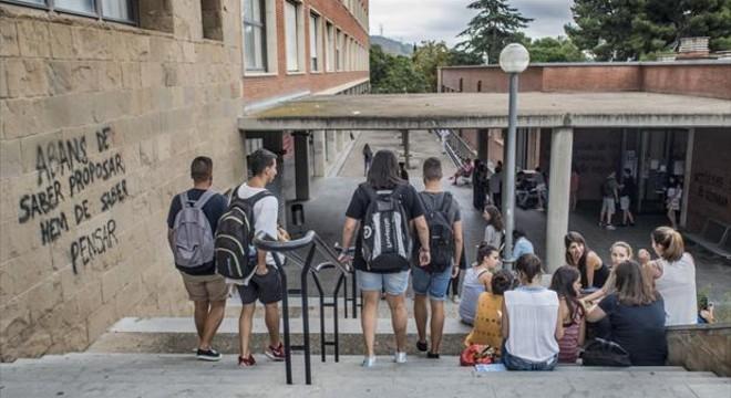 Aliança universitària per millorar la formació de profes d'institut