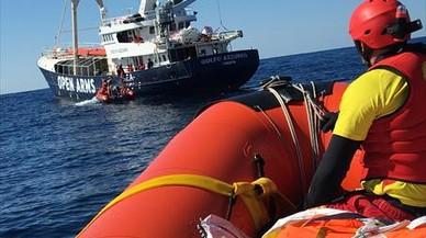 El 'Golfo Azurro', en aguas del Mediterráneo central, en su 11ª misión de rescate de inmigrantes.