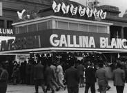 Puesto de Gallina Blanca en la Feria de Muestras de 1956.