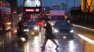 La Gran Bretanya mobilitza policia i exèrcit per l'amenaça d'inundacions degut a un fort temporal