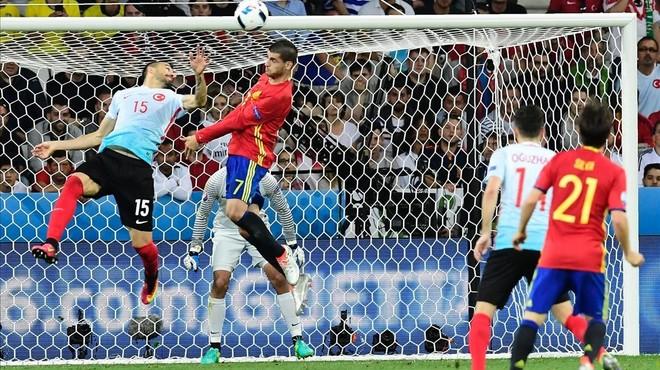 """Morata: """"És un somni. Abans veia els partits per la tele i ara sóc al camp"""""""