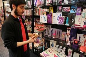 Juguetes de consolación en la tienda eróticaKitsch, el primer 'sex shop' de España