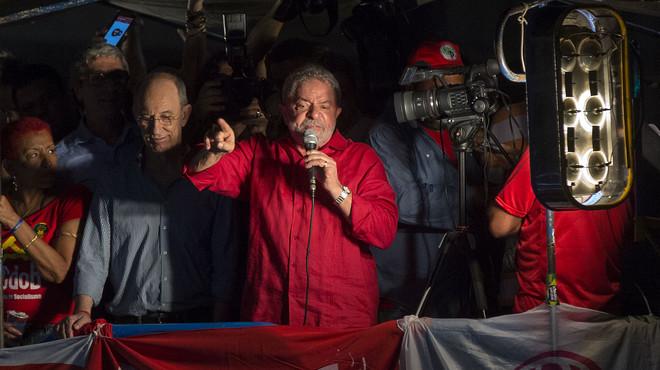 Una nova resolució judicial deixa en suspens el nomenament de Lula