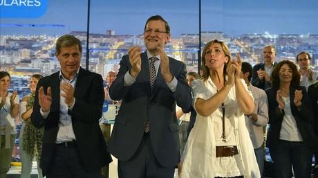 Mariano Rajoy, entre Alberto Fern�ndez D�az y Alicia S�nchez-Camacho, este lunes, en Barcelona.