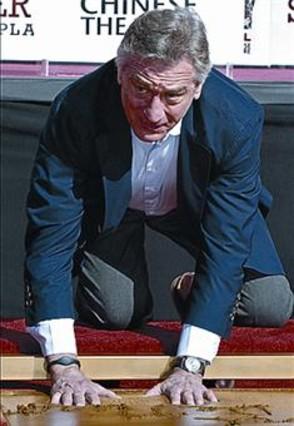 De Niro deja sus huellas en el Teatro Chino