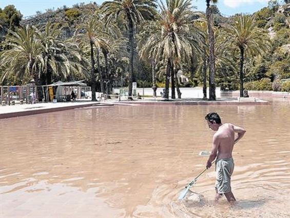 El lago piscina de la creueta cierra 9 d as for Piscina creueta del coll