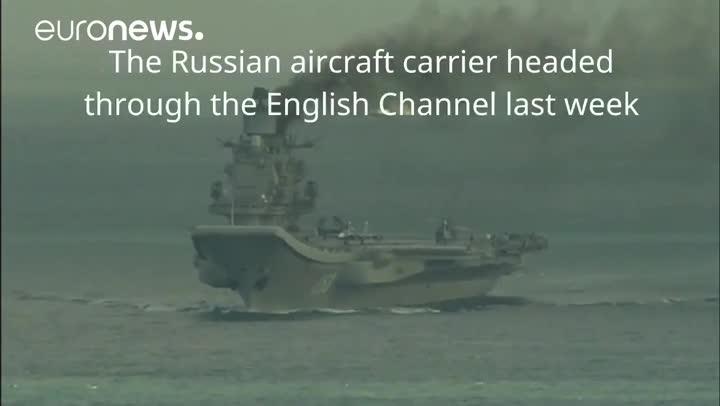 El portaviones ruso 'Almirante Kuznetsov' atraviesa el canal de la Mancha.