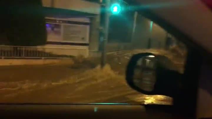 Una fuga d'aigua a Ganduxer causa un enorme esvoranc i deixa inhabilitada una vivenda