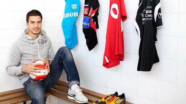 Xavi Pérez, un nómada del fútbol. Amigos y compañeros del futbolista comentan la trayectoria y las cualidades del jugador.