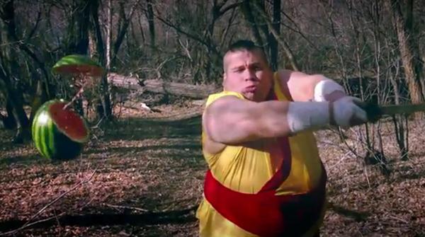 Un vídeo slow motion del juego Fruit Ninja con personajes reales causa furor en la red