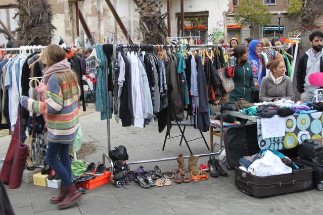 Mercadillos de segunda mano una opci n anticrisis - Segunda mano armario barcelona ...