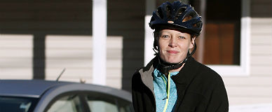 La enfermera Hickox, lista para ir en bici, ayer cerca de su casa.