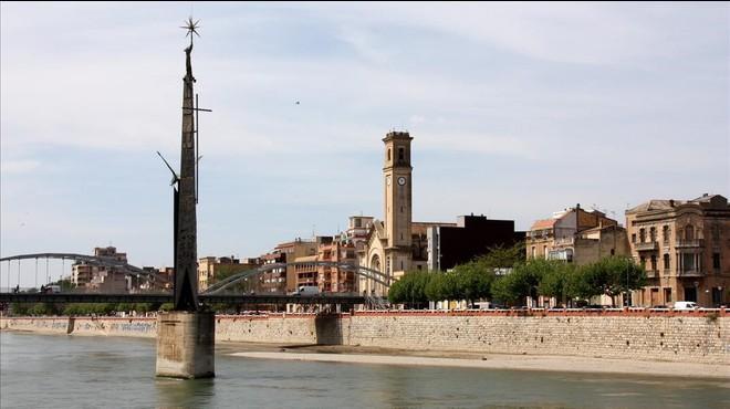 El monument franquista de l'Ebre, en compàs d'espera
