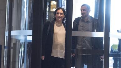 Colau anuncia un expedient informatiu i no descarta una comissió d'investigació després de les detencions
