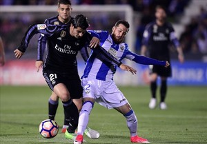 undefined37945158 real madrid s forward alvaro morata r vies with leganes d170405231617