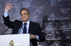 undefined38971069 real madrid s president florentino perez waves during the of170809185907