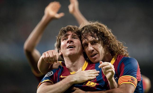 El abrazo del capitán. Puyol felicita a Messi después de que el argentino marcara el 0-1 del conjunto azulgrana en la ida de las semifinales de la Champions contra el Real Madrid.