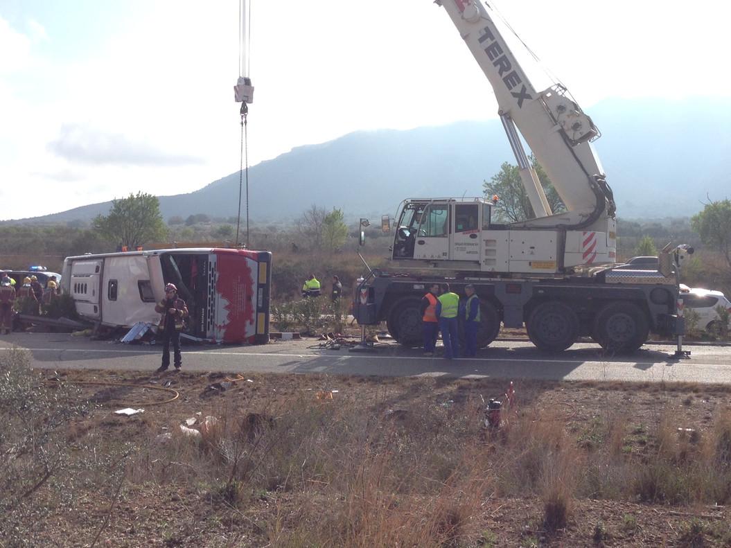 El conductor del autocar siniestrado en Freginals sigue en estado crítico