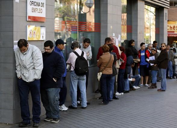 El n mero de trabajadores que no busca empleo por des nimo sube un 21 - Oficina empleo madrid ...