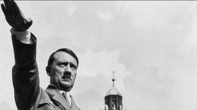 El dictador alem�n Adolf Hitler haciendo el saludo nazi en el Congreso del Partido Nazi.