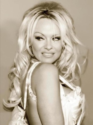 Pamela Anderson a lo Renée Zellweger