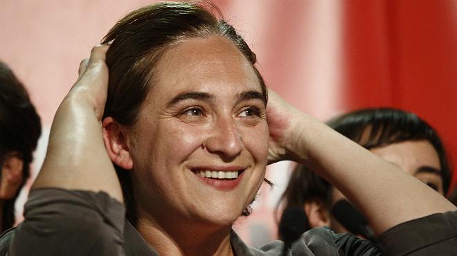 La ganadora de las elecciones locales en Barcelona, Ada Colau, celebrando con sus simpatizantes.