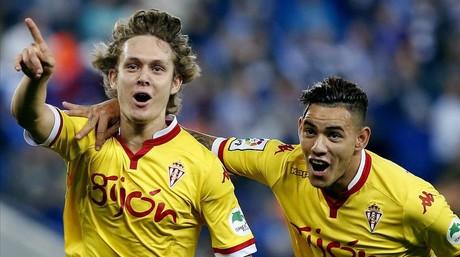 Halilovic y Sanabria celebran el primer gol del Sporting al Espanyol en el Power8 Stadium.