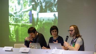 De izqueirda a derecha, Agustín Martín (Comunicae), Eva Dominguez (Newskid) y Ed Maklouf (Gather) en las jornadas de Hacks Hackers Barcelona Media Disruption.