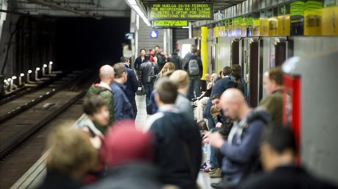 Barcelona es queda sense metro en el pitjor moment