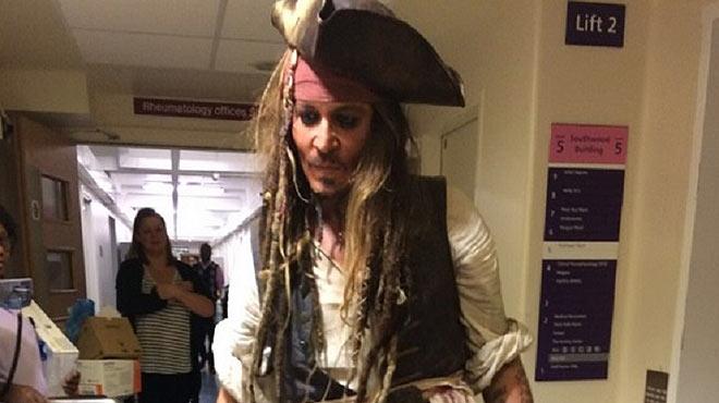 Jack Sparrow visita un hospital infantil a Londres