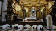 L'arquebisbe de Granada es postra davant l'altar per demanar perdó pels 'escàndols'