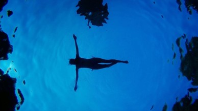 lpedragosa35313123 in this underwater picture a woman floats in a swimming pool160828233422