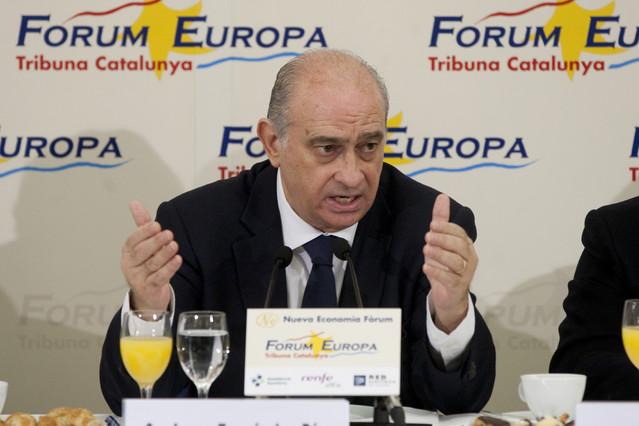 El ministro del Interior exige la disolución incondicional de ETA