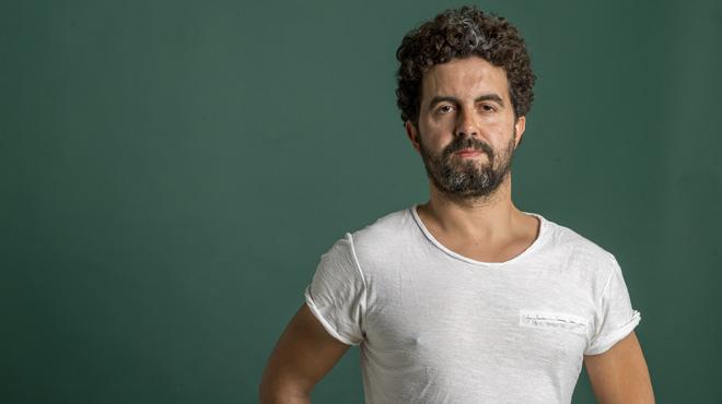 Música directa. Antonio Arco interpreta 'Alegato' en El Periódico de Catalunya.