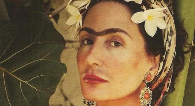 La exmodelo sevillana ha posado con la corona de flores y las caracter�sticas cejas de la artista mexicana.