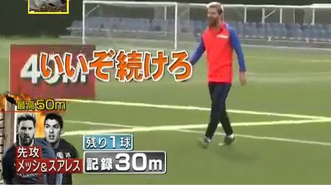 Impressionant repte entre Messi i Luis Suárez per a la TV japonesa