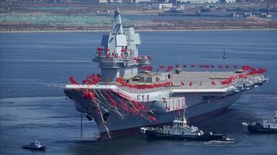 China bota su segundo portaaviones, el primero de fabricación nacional