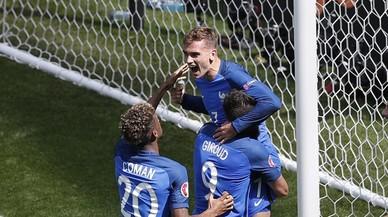 Griezmann salva França del desastre amb dos gols en tres minuts