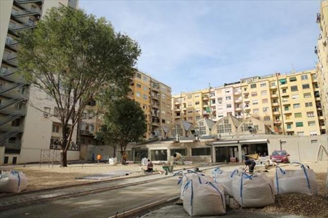 Una empresa urbaniza sin licencia un futuro parque en la for Permiso de obras barcelona
